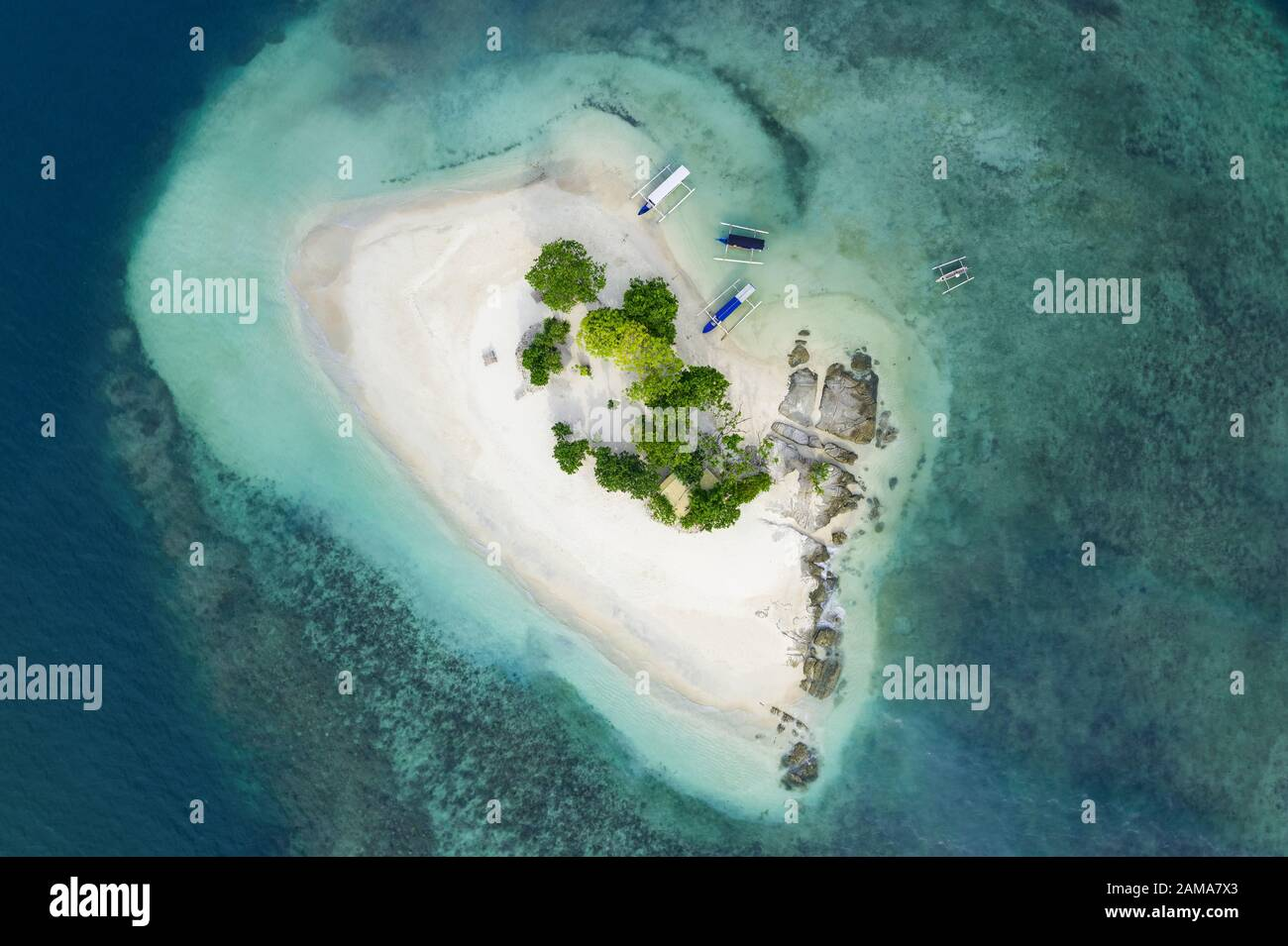 View from above, stunning aerial view of Gili Kedis with a beautiful white sand beach bathed by a turquoise and crystal clear water. Stock Photo