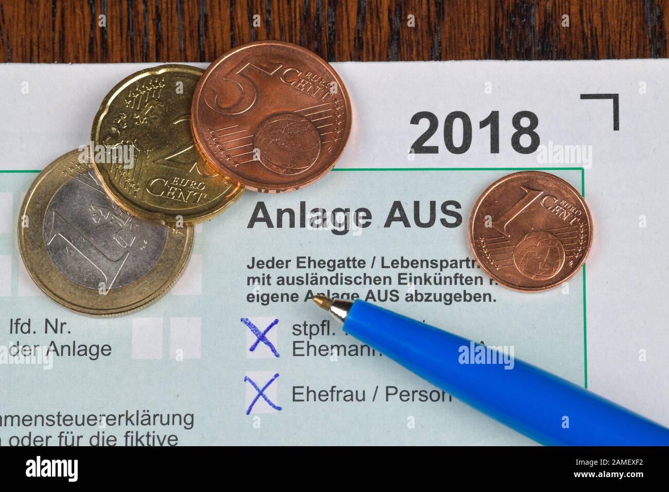 Anlage AUS, ausländische Einkünfte und Steuern, Formular, Steuererklärung Stock Photo