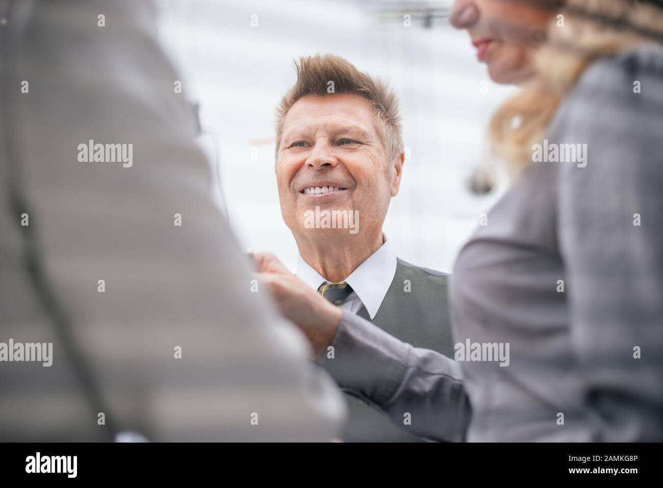 close up. senior businessman talking to his colleagues. Stock Photo