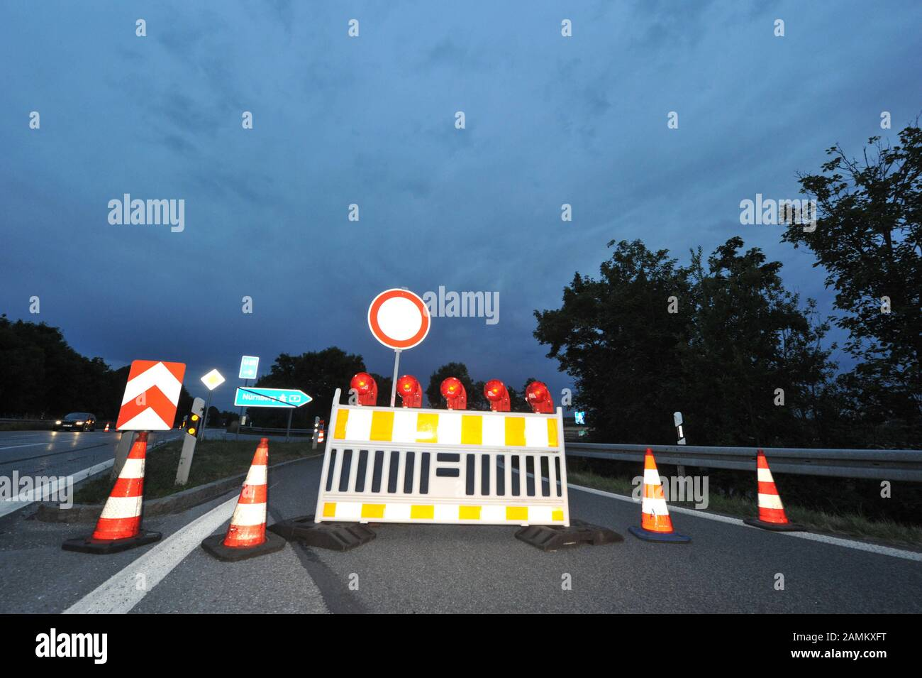 Preparations for lane rehabilitation and the paving of noise-reducing pavement (whisper asphalt) on the A9 motorway between Munich North and Garching. [automated translation] Stock Photo