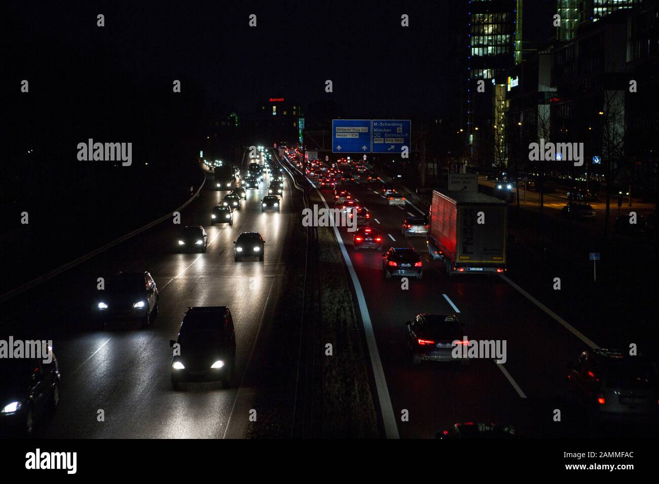 Take the slip road to the Nuremberg motorway A9 in Schwabing, on the right the exits Mittlerer Ring Ost and Mittlerer Ring West. [automated translation] Stock Photo