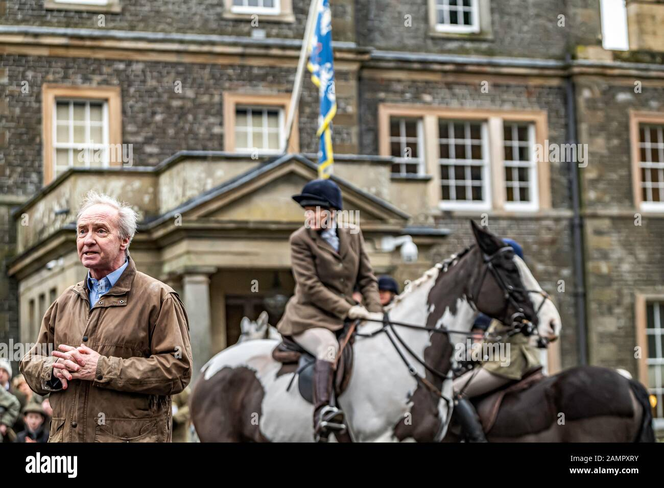Bowhill, Selkirk, Scottish Borders, UK. 24th December 2019. The Duke of Buccleuch and his grandchildren welcome the families foxhound pack and their s Stock Photo