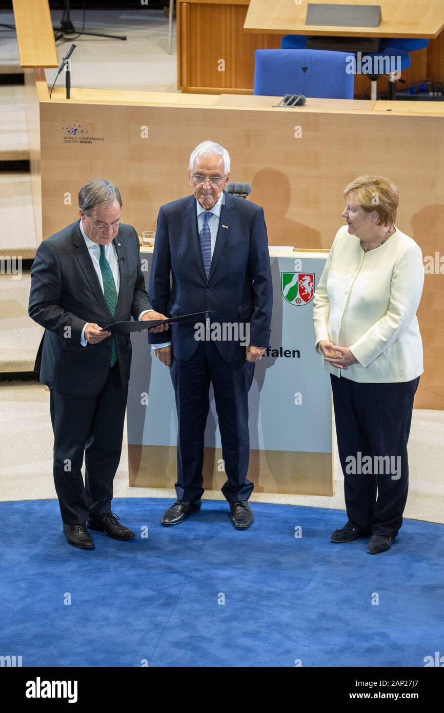Armin Laschet Klaus Topfer Und Angela Merkel Bei Der Verleihung Des Staatspreises Des Landes Nordrhein Westfalen 2019 An Prof Klaus Topfer Am 16 Se Stock Photo Alamy