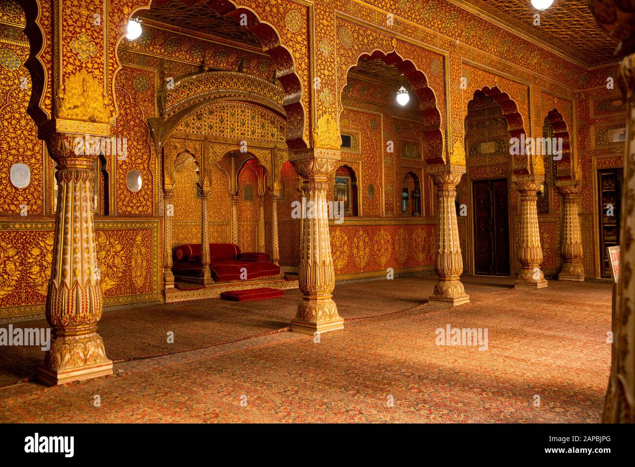 India, Rajasthan, Shekhawati, Bikaner, city centre, Junagarh Fort, Anup Mahal, private audience hall with patterned red and gold lacquered walls Stock Photo