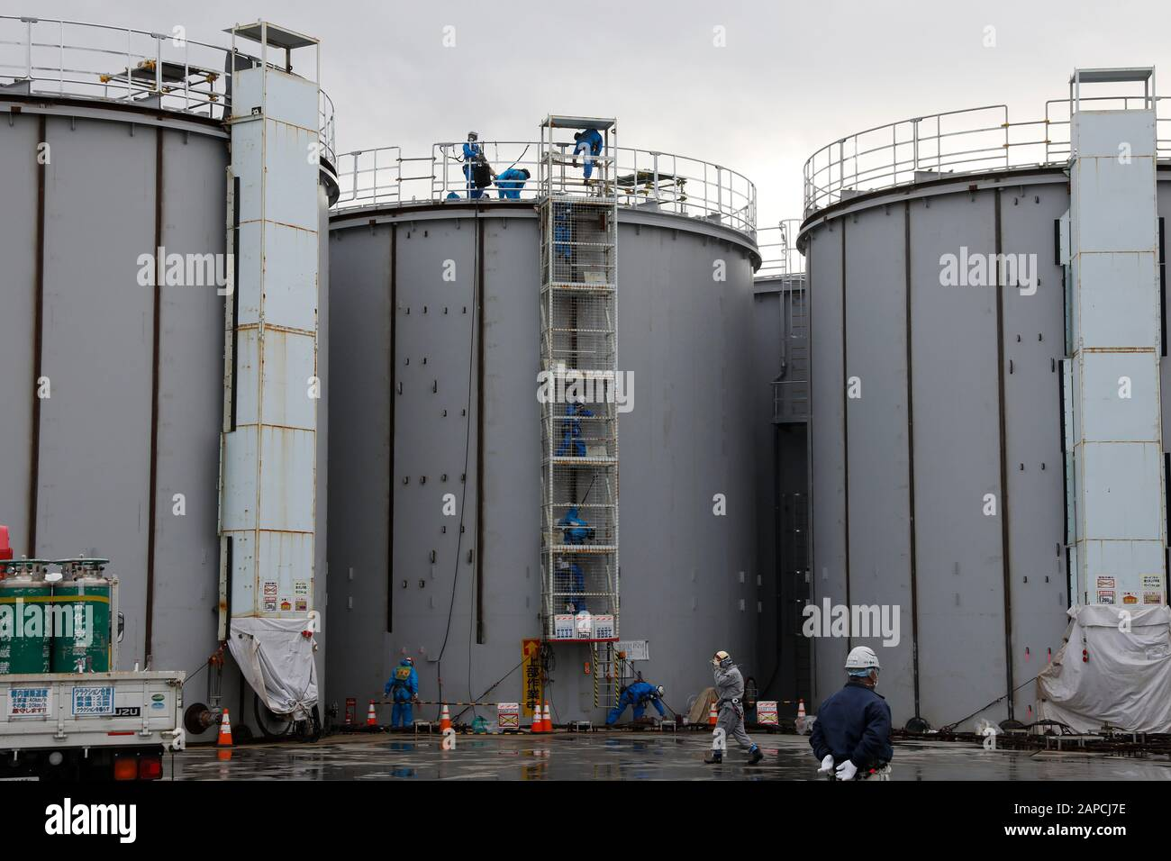 January 22, 2020, Okuma, Fukushima, Japan: Workers construct new storage tanks to store processed water in ALPS water processing system to purify contaminated water at tsunami-devastated Tokyo Electric Power Company (TEPCO) Fukushima Daiichi Nuclear Power Plant in Okuma town, Fukushima Prefecture, 22 January 2020. The storage tanks including water processed in the ALPS will be full around summer of 2022, TEPCO has told. Japanese government need to decide soon how manage the processed water still including tritium.  (Credit Image: © Kimimasa Mayama/POOL via ZUMA Wire) Stock Photo