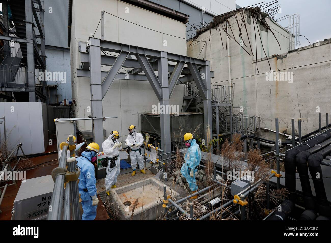 January 22, 2020, Okuma, Fukushima, Japan: Workers checks drain at Unit 4 building of tsunami-devastated Tokyo Electric Power Company (TEPCO) Fukushima Daiichi Nuclear Power Plant in Okuma town, Fukushima Prefecture, 22 January 2020. The storage tanks including water processed in the ALPS will be full around summer of 2022, TEPCO has told. Japanese government need to decide soon how manage the processed water still including tritium.  (Credit Image: © Kimimasa Mayama/POOL via ZUMA Wire) Stock Photo