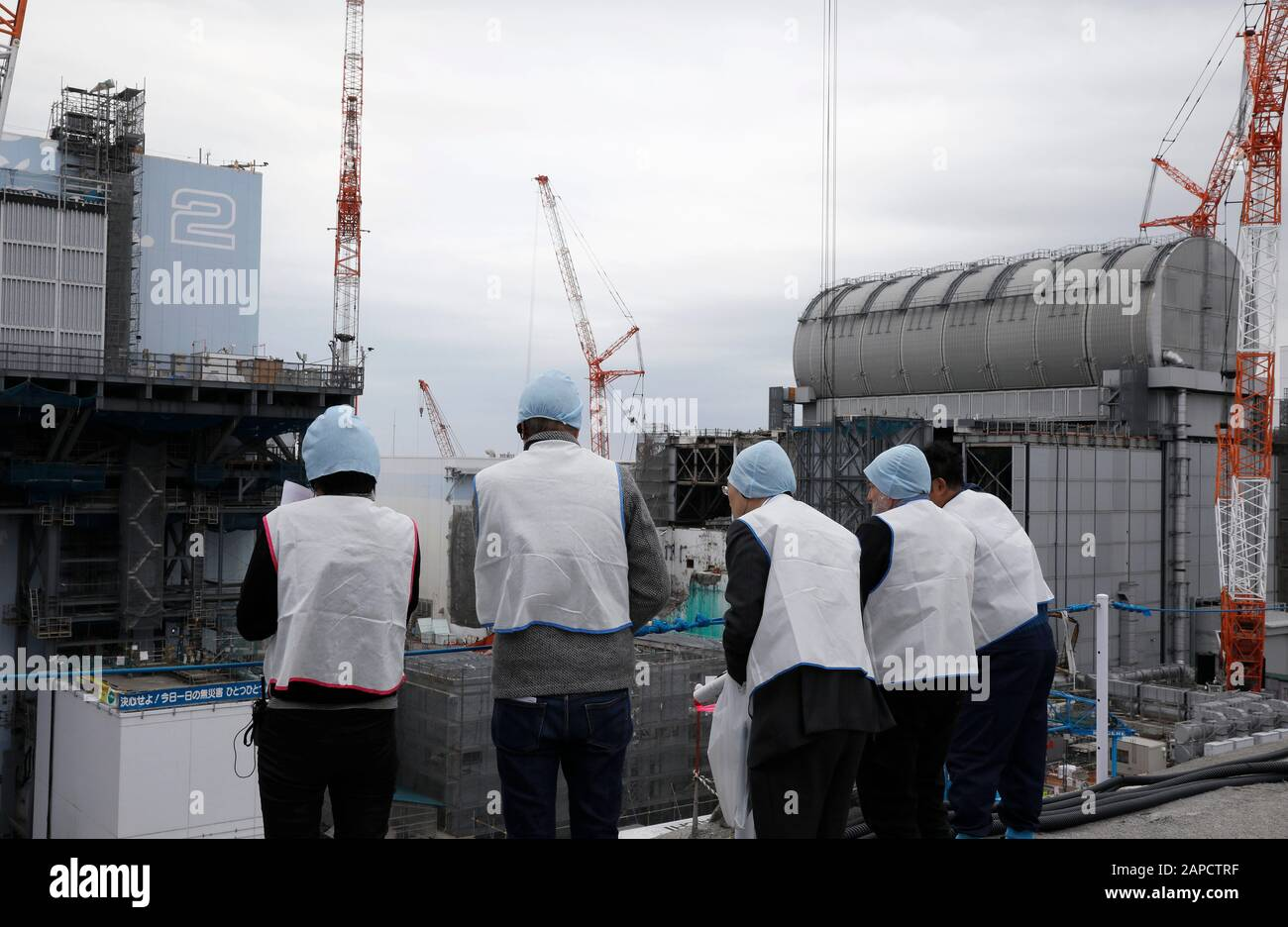 January 22, 2020, Okuma, Fukushima, Japan: Journalists inspect Unit 2 (L) and Unit 3 (R) reactor houses during their inspection tour at tsunami-devastated Tokyo Electric Power Company (TEPCO) Fukushima Daiichi Nuclear Power Plant in Okuma town, Fukushima Prefecture, 22 January 2020. The storage tanks including water processed in the ALPS will be full around summer of 2022, TEPCO has told. Japanese government need to decide soon how manage the processed water still including tritium.  (Credit Image: © Kimimasa Mayama/POOL via ZUMA Wire) Stock Photo
