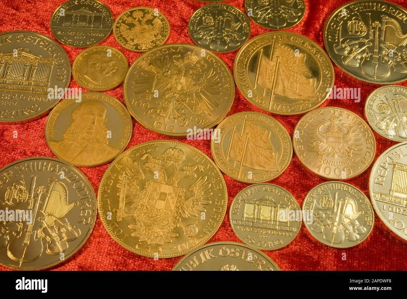 Verschiedene Österreichische Goldmünzen - Austrian Gold Coins Stock Photo