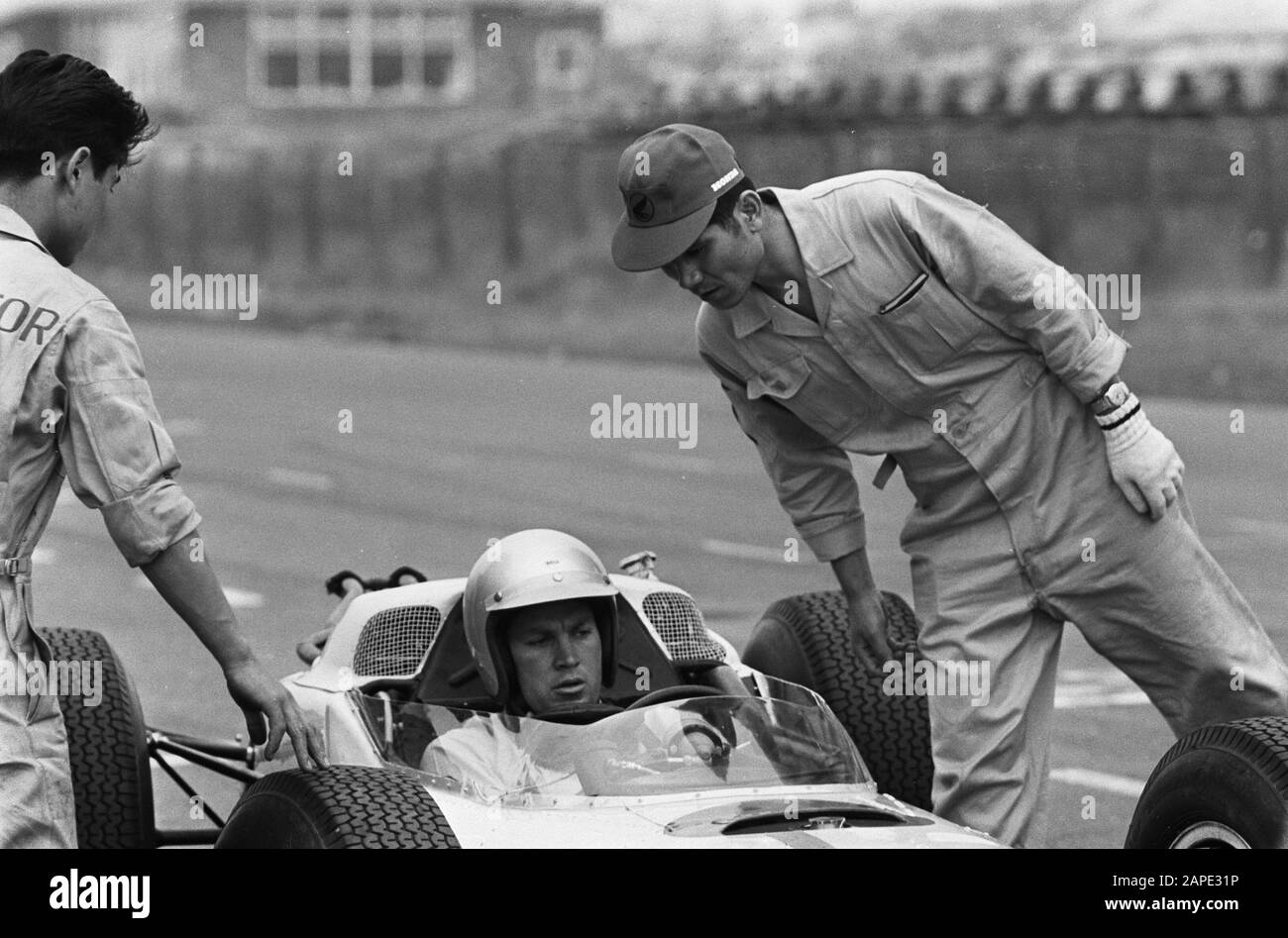 Car first at the Zandvoort circuit, nr. 10 the 12 cylindermotor Date: 21 July 1964 Keywords: circuits, racing cars Stock Photo