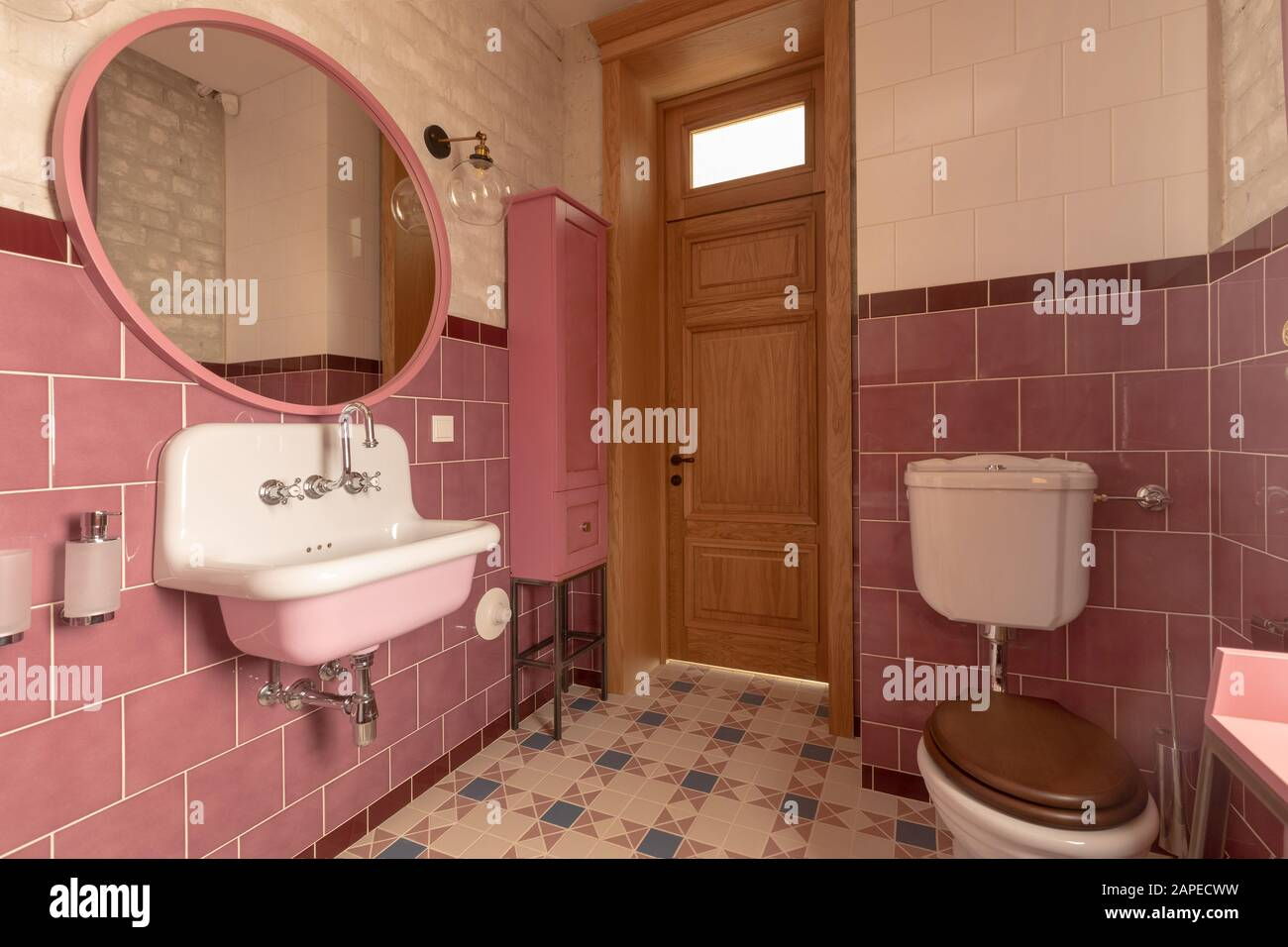 Vintage interior design of light cozy bathroom in white and pink