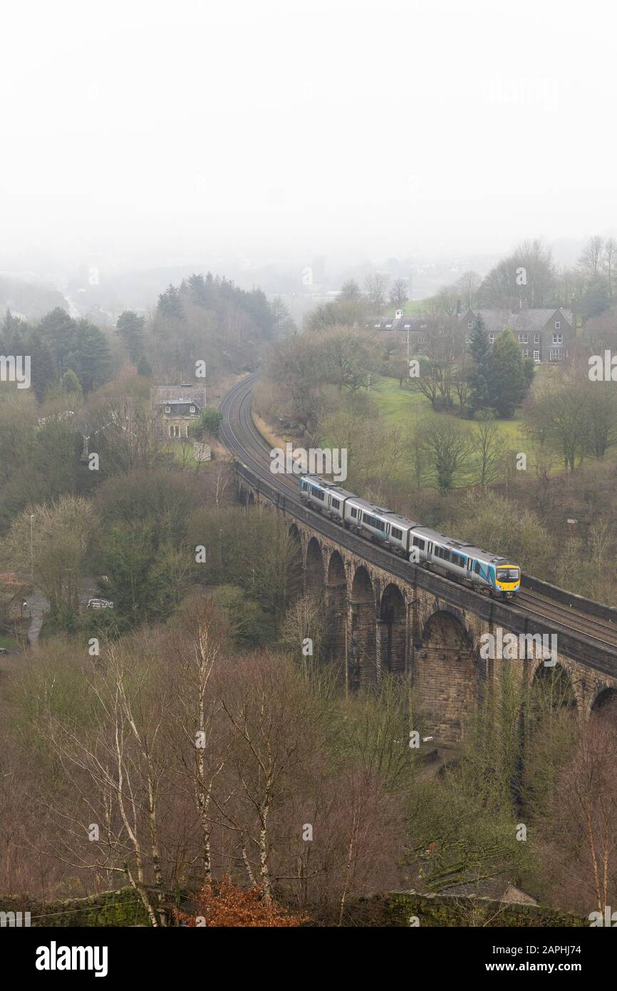 A TransPennie Express train crosses the viaduct at Brownhill, Saddleworth, Oldham Stock Photo