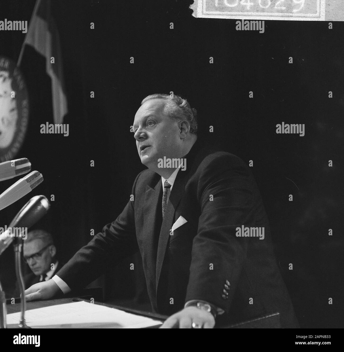 Extraordinary general meeting of Dutch-German Chamber of Commerce on the occasion of the sixtieth anniversary  German Minister of Economy and Technology K. Schmückler during a speech Date: 18 November 1965 Keywords: international relations, anniversaries, speeches, meetings Personal name: Schmückler, Kurt Institution name: Chamber of Commerce Stock Photo