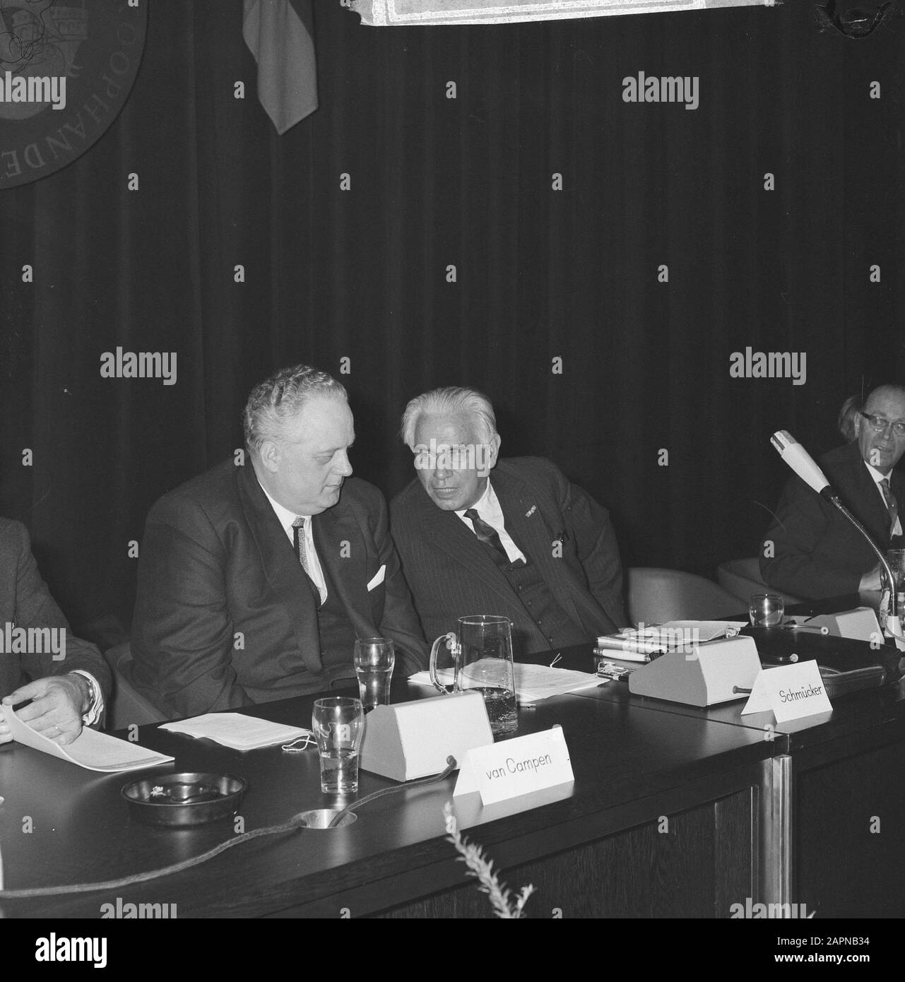 Extraordinary general meeting of the Dutch-German Chamber of Commerce on the occasion of the sixtieth anniversary  Minister K. Schmücker (l.) and Prof. dr. ir. Gelissen during an interview Date: 18 November 1965 Keywords: international relations, anniversaries, meetings Personal name: Gelissen, Henri Caspar Joseph Hubert, Schmückler, Kurt Institutional name: Chamber of Commerce Stock Photo