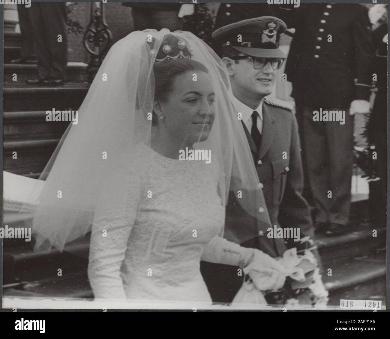 Marriage princess Margriet and mr. Van Vollenhove. The newlyweds leave Huis ten Bosch in The Hague Date: 10 January 1967 Location: The Hague, Zuid-Holland Keywords: marriages, churches, royal house, princesses, town halls Personal name: Margriet, princess, Vollenhoven, Pieter van Stock Photo