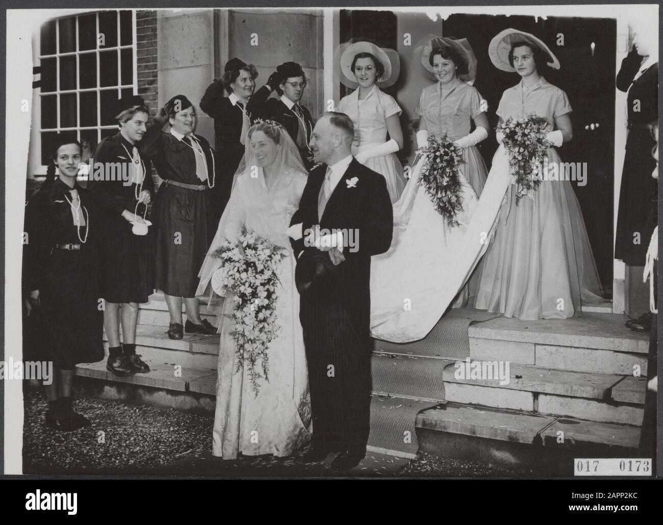royal house, princesses, marriages, town halls, bridesmaids, Beatrix, princess, Booy T., Randwijk Mrs. S.e.v., Rappard, B.van, Roëll, Renée Date: 30 October 1954 Location: Gorssel Keywords: bridesmaids, weddings, royal house, princesses, town halls Personal name: Beatrix, princess, Booy T., Randwijk Mrs. S.e.v., Rappard, B.van, Roëll, Renée Stock Photo