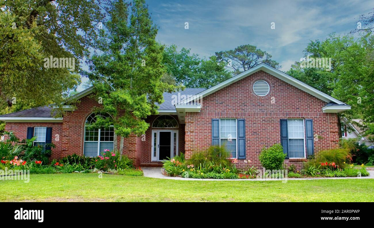 Traditional Red Brick Ranch Home Stock Photo Alamy