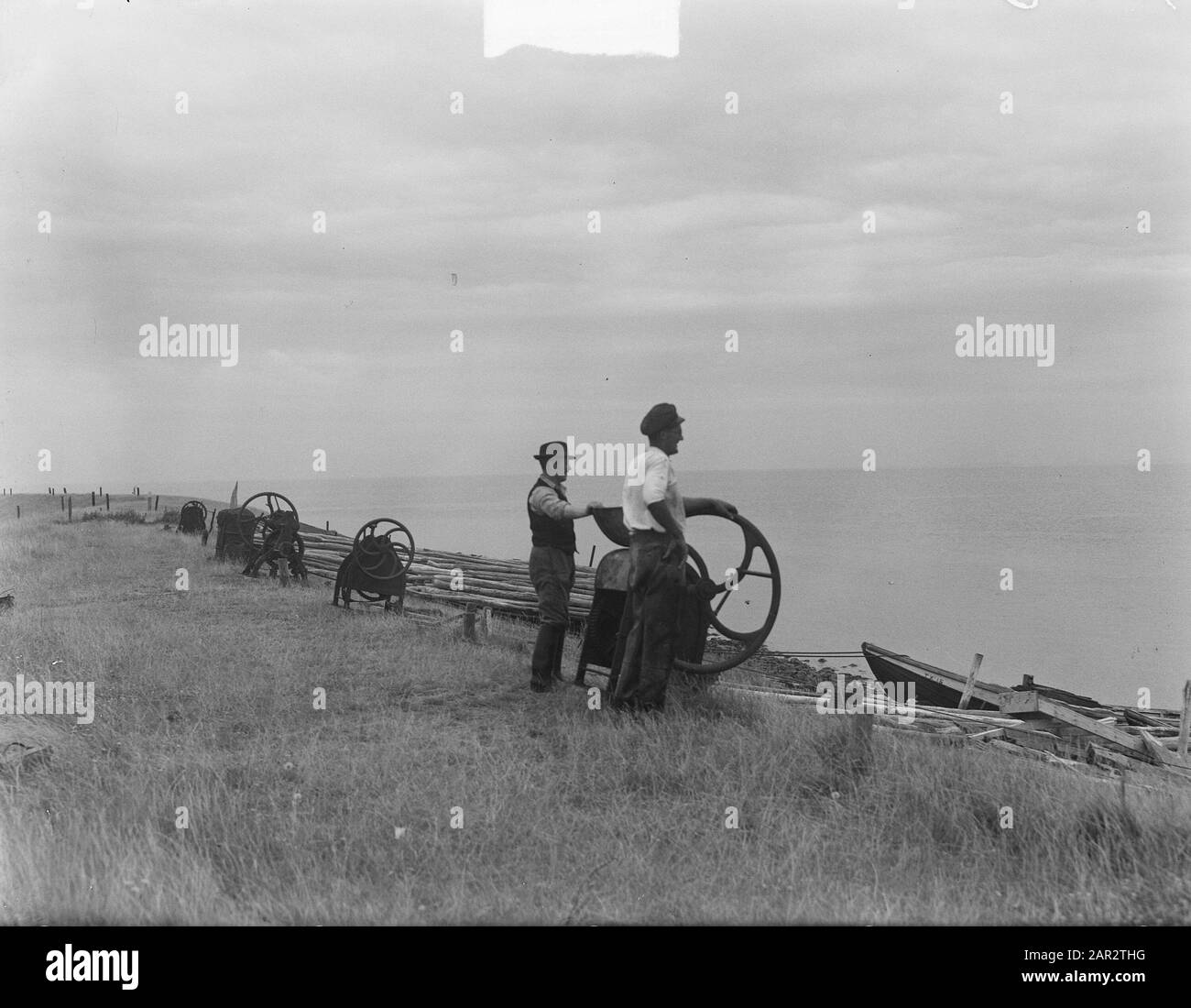 t Horntje on Texel is strengthened against the sea Date: August 10, 1950 Location: Noord-Holland, Texel Keywords: SEEEN Stock Photo
