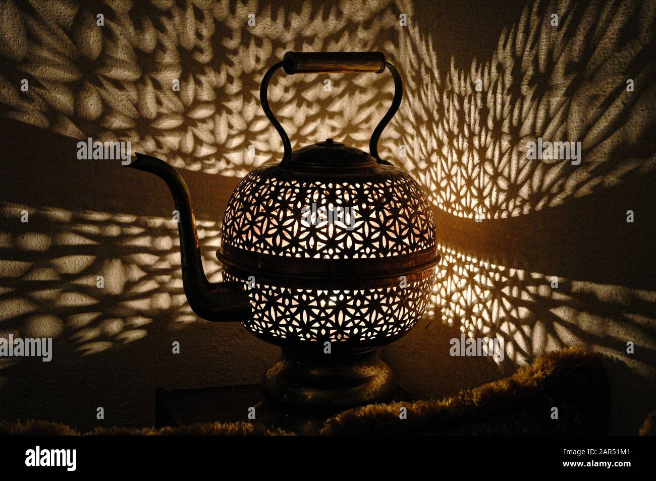 Moorish fretwork teapot lamp, Moroccan table lamp, Tetería, Salón de té, Córdoba, Andalucía, Spain Stock Photo