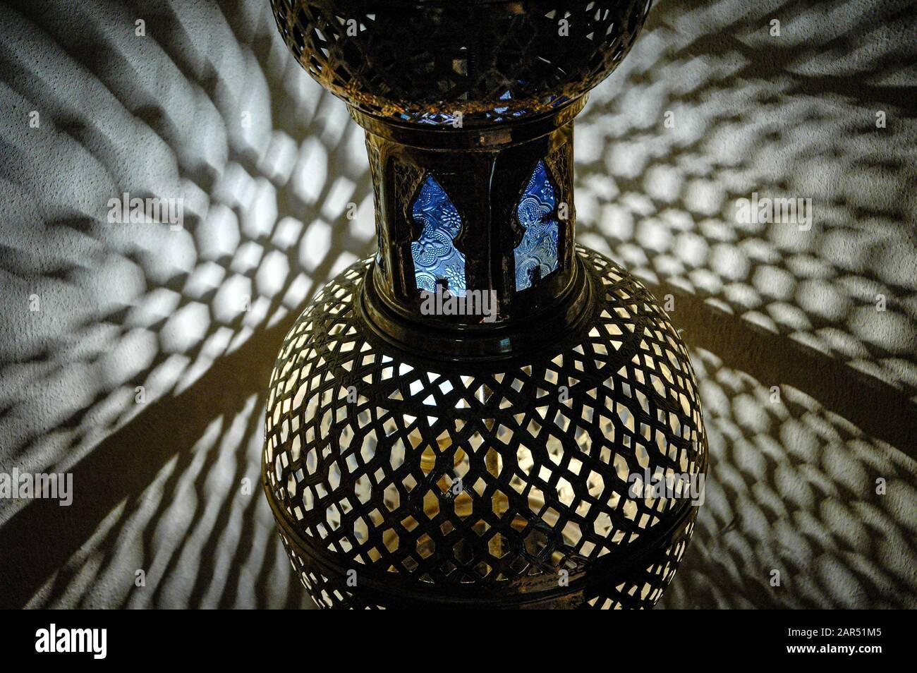 Moorish fretwork Lamp, Moroccan table lamp, Tetería, Salón de té, Córdoba, Andalucía, Spain Stock Photo