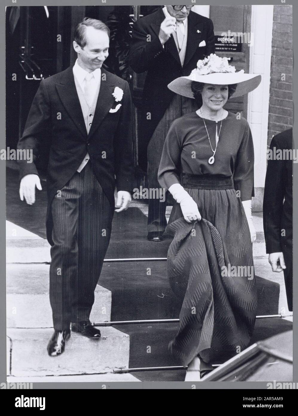 Marriage princess Christina and Jorge Guillermo. Princess Irene and Prince Carel Hugo leave the town hall in Baarn on 28 June 1975 Date: 28 June 1975 Location: Baarn, Utrecht Keywords: marriages, royal house, princesses, princesses Personal name: Carlos Hugo, Prince of Bourbon of Parma, Irene, Princess Stock Photo