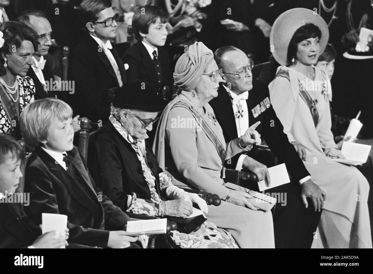 Throne change 30 April 1980  Inauguration in the New Church Annotation: 1st row of Prince Johan-Friso, Prince Willem-Alexander, Mrs. Gösta von Amsberg, Princess Juliana, Prince Bernhard, Princess Margriet Date: 29 July 1980 Location: Amsterdam, Noord-Holland Keywords: inaugurations, churches, succession of throne Personal name: Armgard zur Lippe-Biesterfeld, Bernhard, prince, Juliana, princess, Willem-Alexander, prince Stock Photo