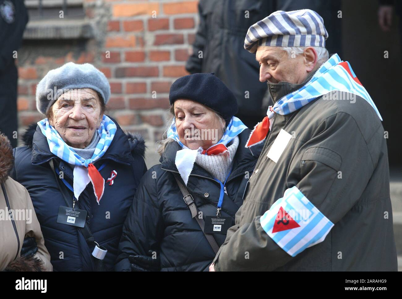 Oswiecim, Poland. 27th Jan, 2020. Former prisoners of the Auschwitz-Birkenau concentration camp. 75th anniversary of Auschwitz liberation and Holocaust Remembrance Day. The biggest German Nazi concentration and extermination camp KL Auschwitz-Birkenau was liberated by the Red Army on 27 January 1945. Credit: Damian Klamka/ZUMA Wire/Alamy Live News Stock Photo