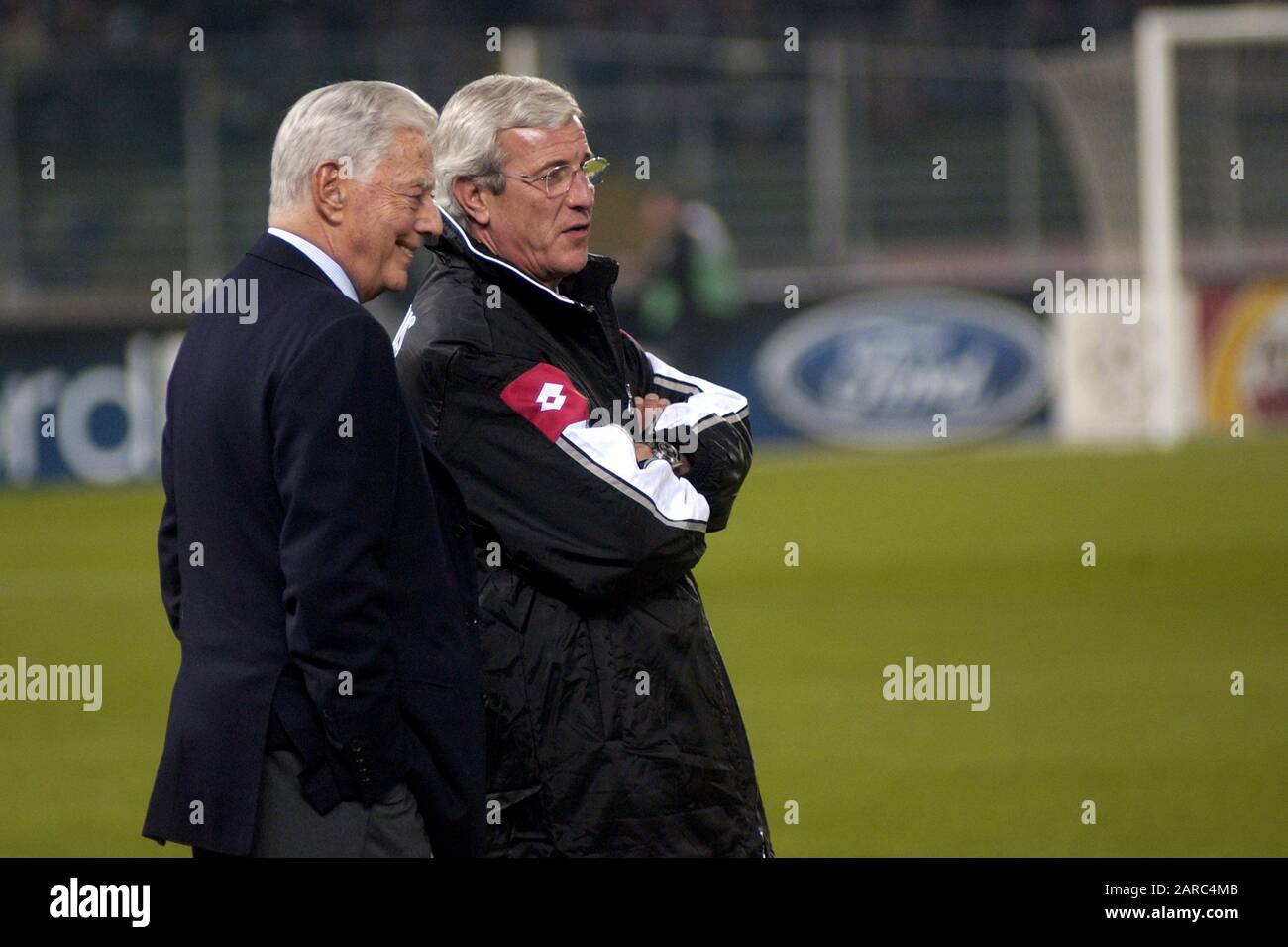 """Turin Italy ,12 March  2003, """"Delle Alpi"""" Stadium, UEFA Champions League 2002/2003, FC Juventus- FC Manchester United: Juventus president Umberto Agnelli and the coach Marcello Lippi before the match Stock Photo"""