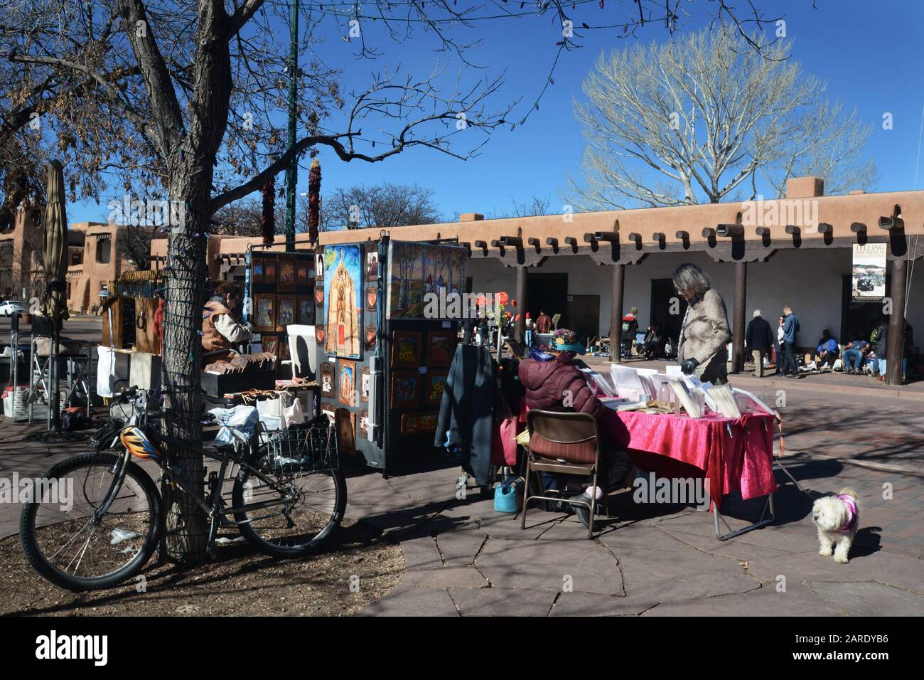 Artists Sell Their Artworks Near The Historic Palace Of The Governors In Santa Fe New Mexico Stock Photo Alamy