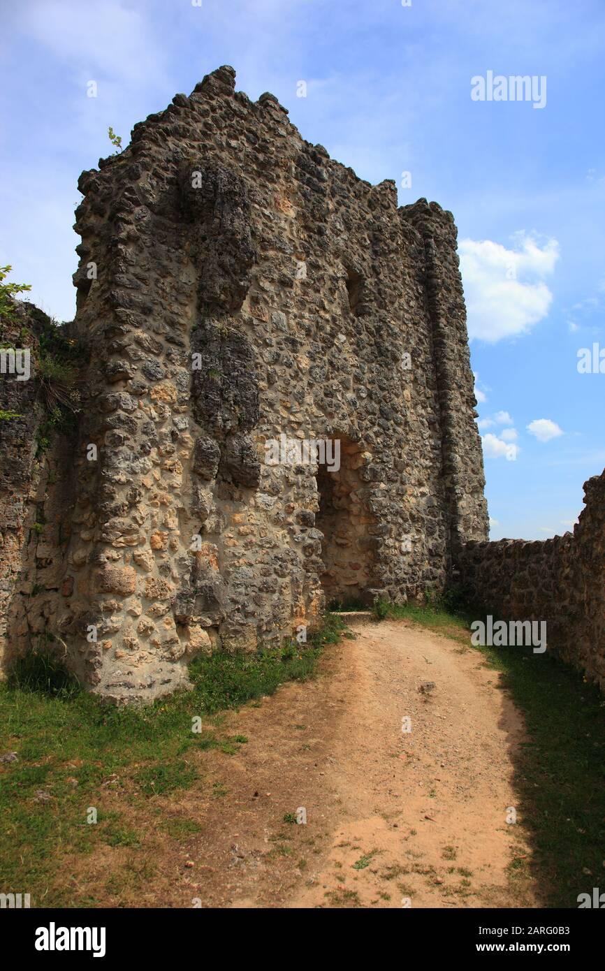 Burgruine Lichtenegg, Überrest einer hochmittelalterlichen Adelsburg über dem gleichnamigen Dorf Lichtenegg, Gemeinde Birgland, Landkreis Amberg-Sulzb Stock Photo