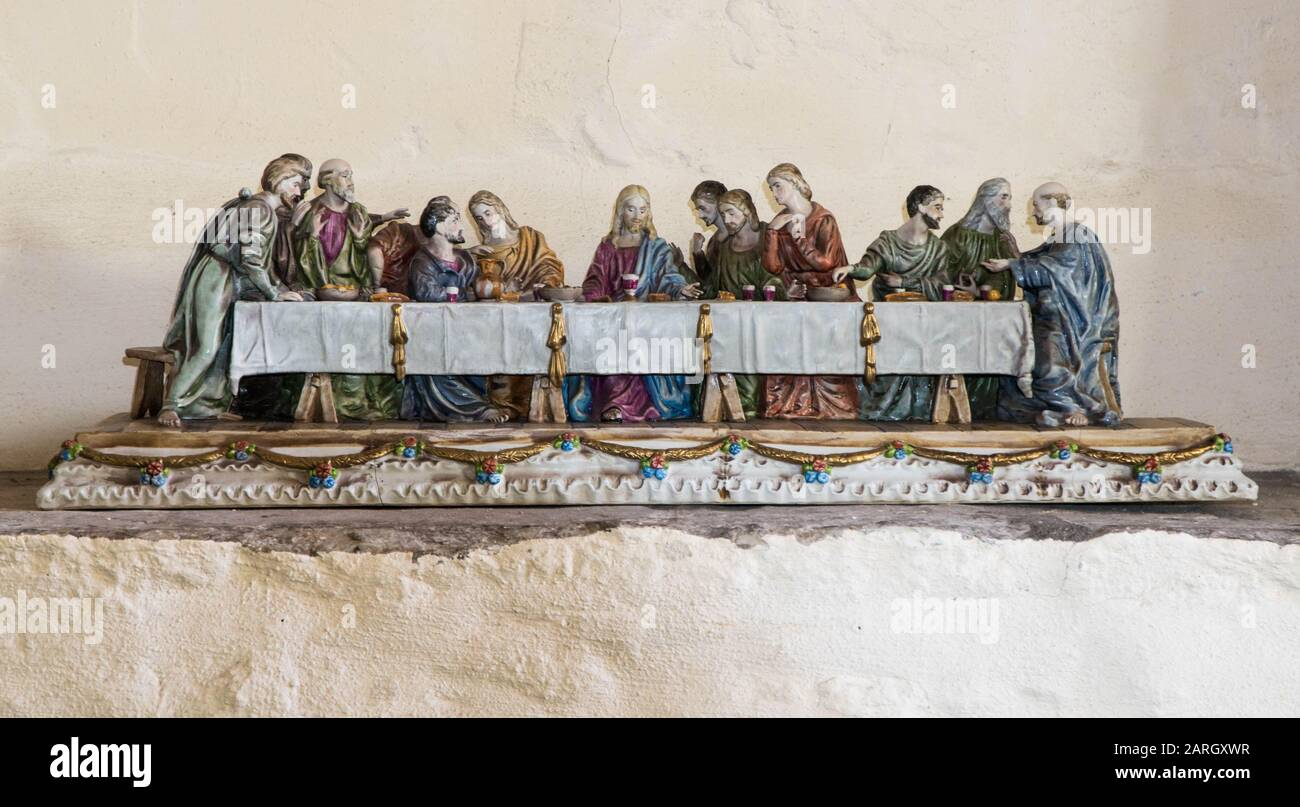 A porcelain depiction of Jesus with his apostles at the Last Supper before his Crucifixion, St Mary's Priory Church, Abergavenny Wales UK. May 2019 Stock Photo