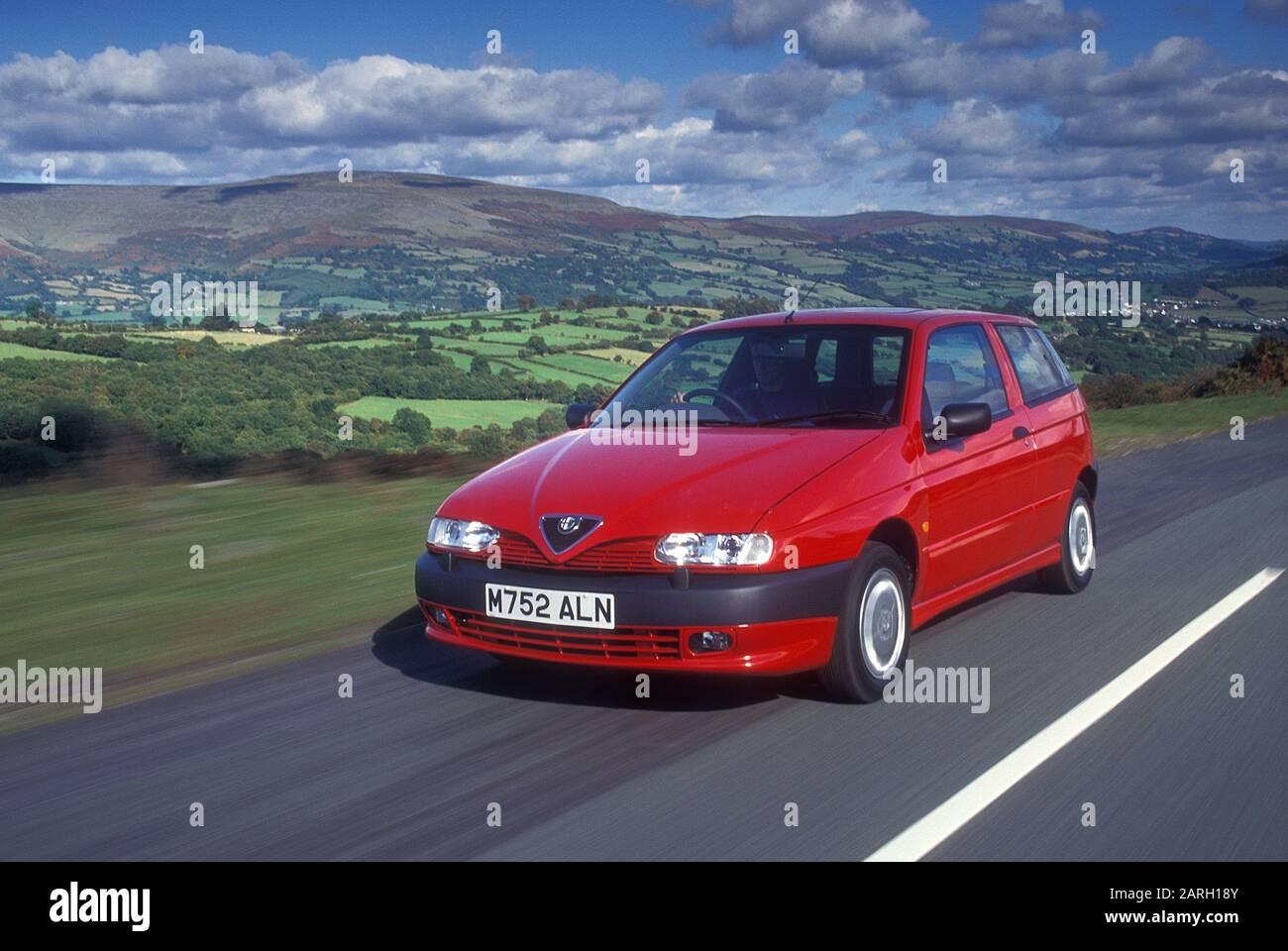 1994 Alfa Romeo 145 1 7 16v Stock Photo Alamy