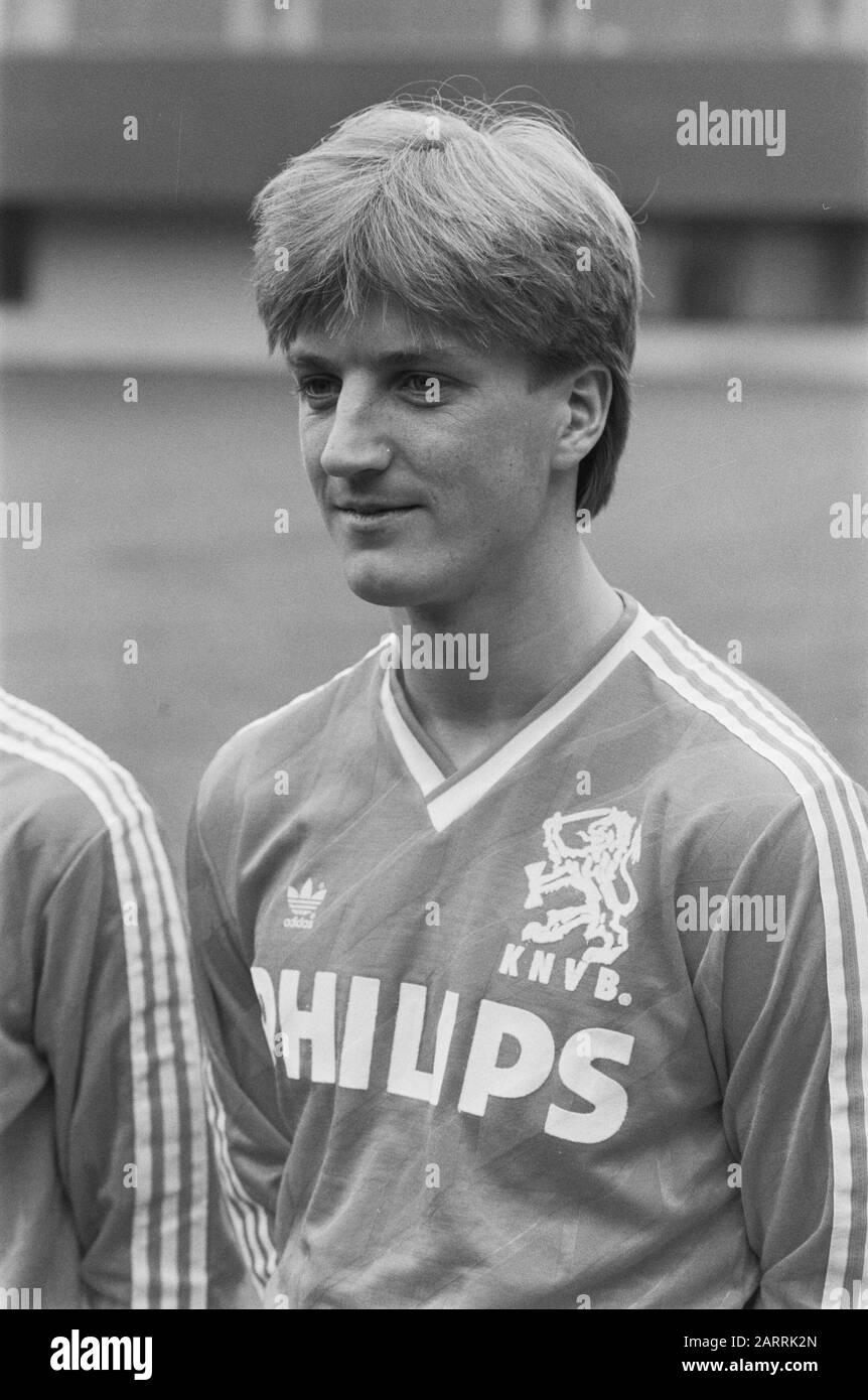 Selection Dutch Team In Zeist 10a 11a Wim Kieft 12a 13a Sonny Silooy Date March 21 1988 Location Utrecht Zeist Keywords Sport Football Personal Name Kieft Wim Stock Photo Alamy