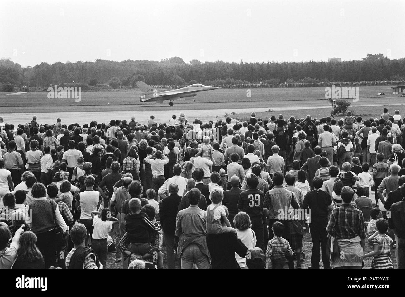 Open day at Soesterberg Air Force Base  Big crowds at Soesterberg Air Force Base while a Mc Donnell Douglas F 15 Eagle fighter aircraft start Date: September 12, 1981 Location: Soesterberg, Utrecht ( province) Keywords: fighter aircraft, air force, crowd, airports Stock Photo