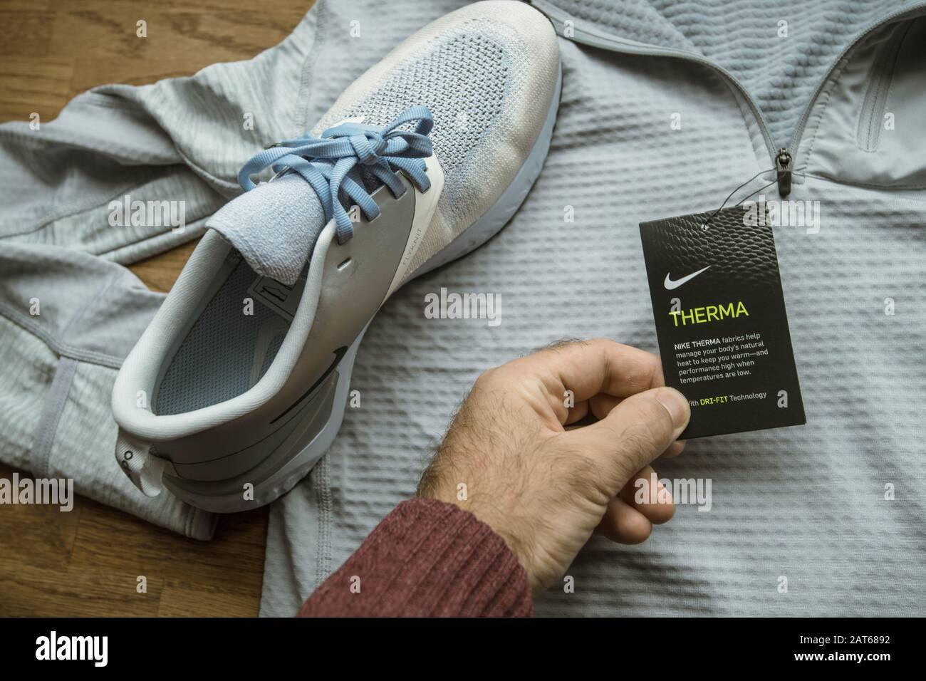 women's nike odyssey react flyknit 2 premium running shoes