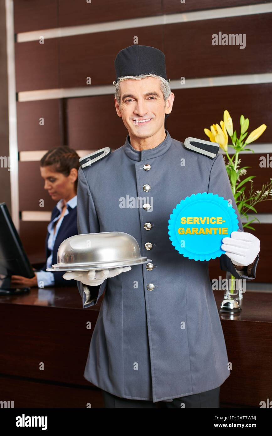 """""""Service Garantie"""" (German for: service guarantee) in the hotel with concierge at check-in Stock Photo"""