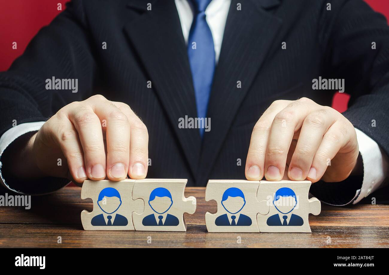 Businessman connects puzzles of workers employees into a single whole. Create effective specialists team for work on a new project. Restructuring, bus Stock Photo