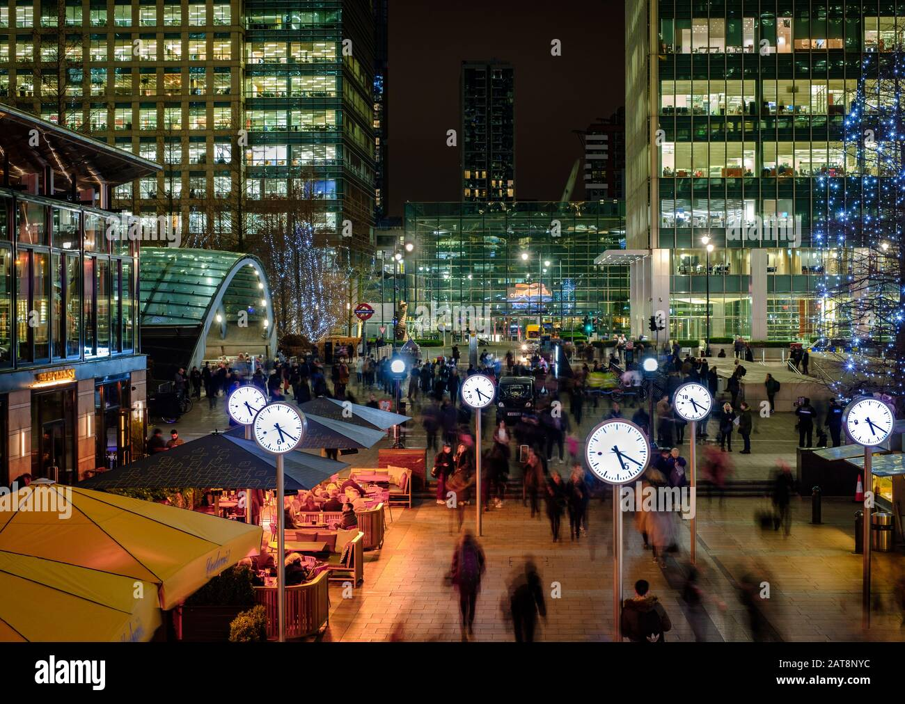 Reuters Plaza at Canary Wharf by night, winter 2019 Stock Photo