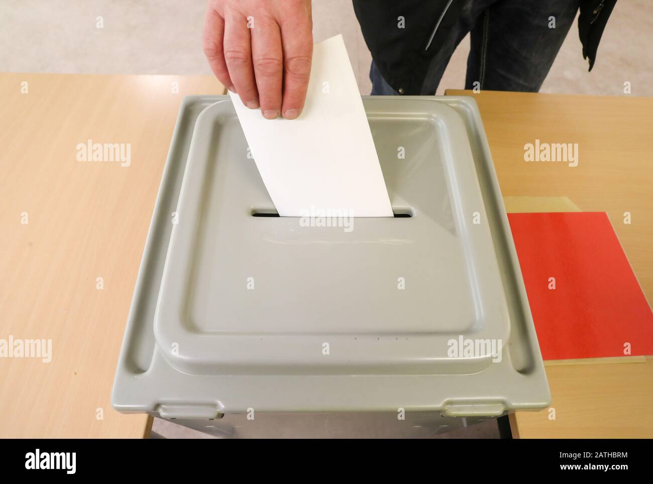 Leipzig, Germany. 02nd Feb, 2020. A man from Leipzig throws his ballot paper for the mayoral election into the ballot box. About 470,000 Leipzig citizens have been able to elect their mayor for the next seven years since eight o'clock. Incumbent Jung (SPD), who has been head of the city hall since 2006, is running for the third time. The CDU has put Saxony's Minister of Science Gemkow in the race. If none of the candidates receives more than half of the votes in the first ballot, there will be a second ballot on 1 March. Credit: Jan Woitas/dpa-Zentralbild/dpa/Alamy Live News Stock Photo