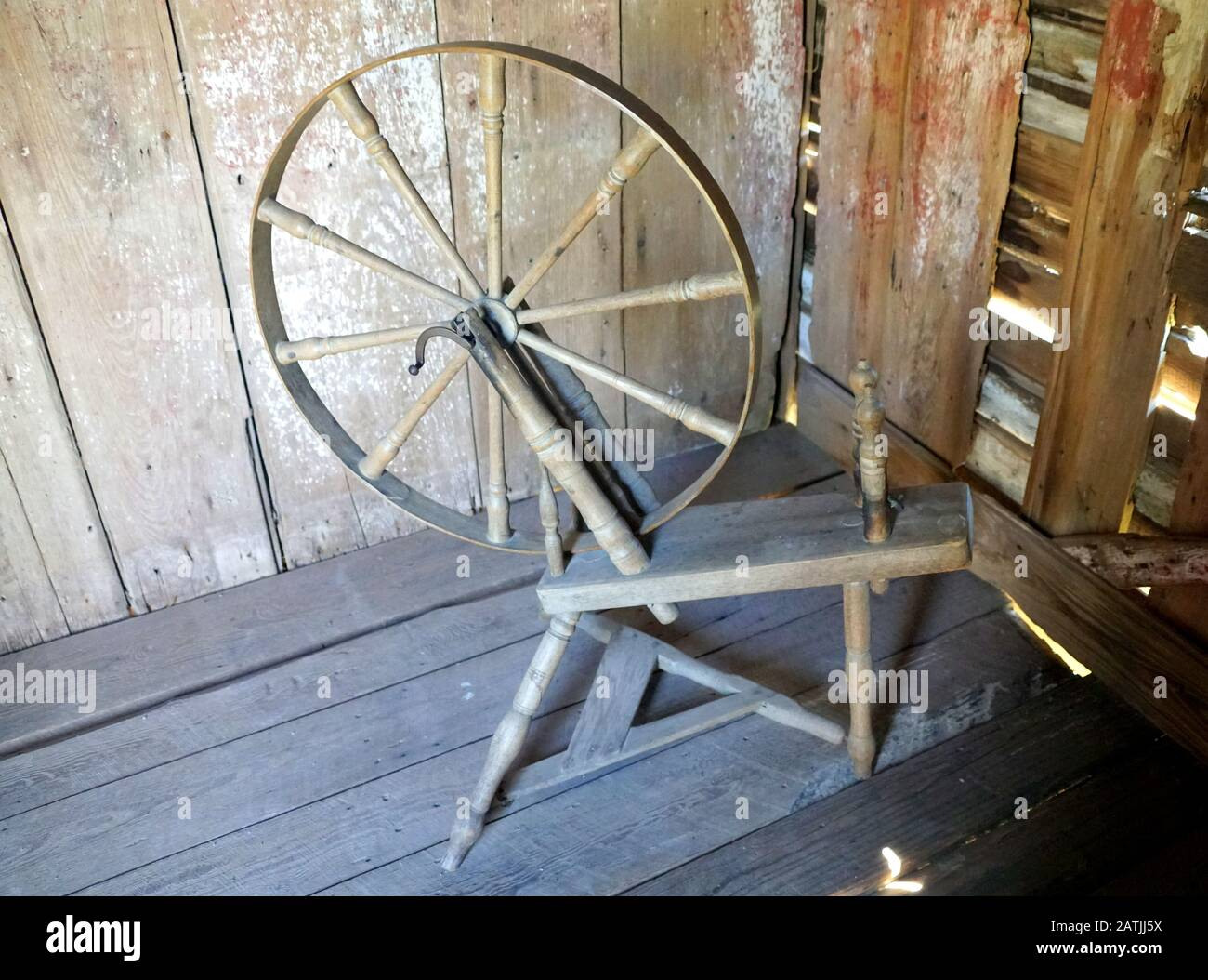 An Old Spinning Wheel For Sewing Stock Photo Alamy