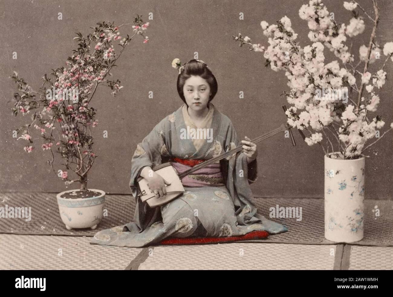 "Maiko Kimono 10 /"" Figure White Japanese Standing Drum Geisha Doll  F//S Japan"