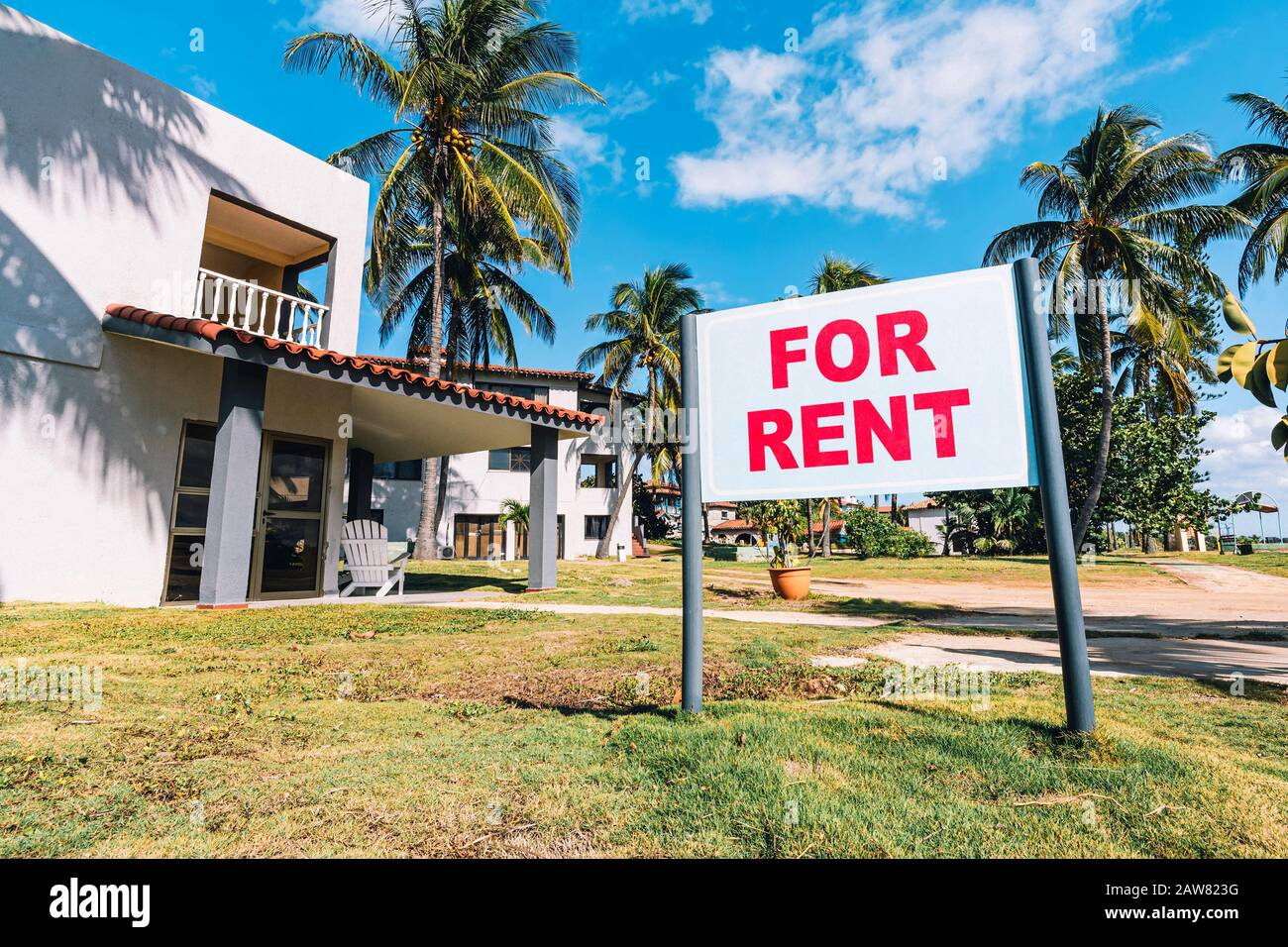 House for rent. White plate with the inscription. Announcement of rooms for rent in a resort on the Caribbean coast. Stock Photo