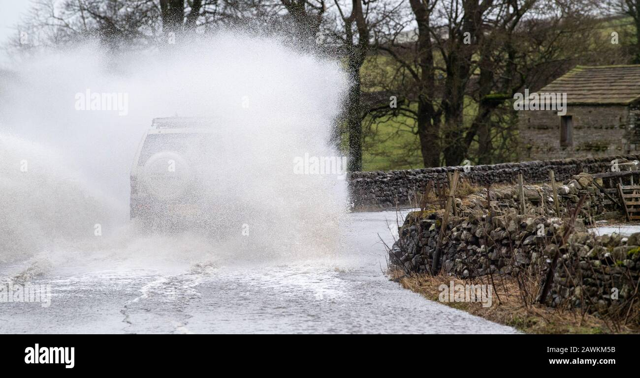 Bainbridge, Yorkshire, UK. 9th Feb, 2020. Traffic moving along the roads in Hawes, Wensleydale, North Yorkshire, after Storm Ciara hit. Credit: Wayne HUTCHINSON/Alamy Live News Stock Photo