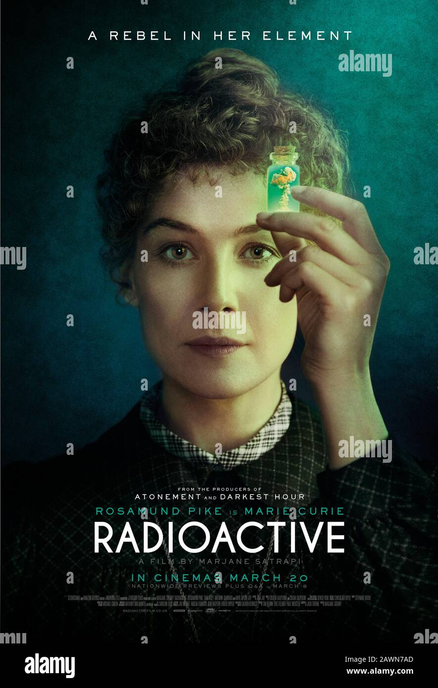 Radioactive (2019) directed by Marjane Satrapi and starring Rosamund Pike, Anya Taylor-Joy and Aneurin Barnard. The story of Marie Curie the Polish scientist who's groundbreaking research on radioactivity made her the first woman to win a Novel Prize. Stock Photo