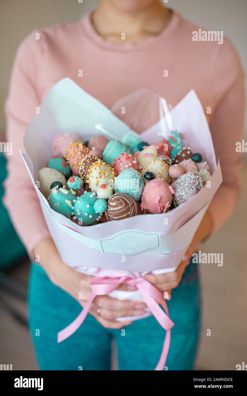 A Bouquet Of Chocolate Covered Strawberries In Woman Hands Stock Photo Alamy