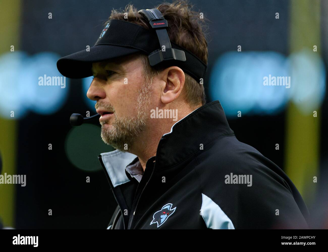 Arlington, Texas, USA. 9th Feb, 2020. Dallas Renegades head coach Bob Stoops during the 1st half of the XFL game between St. Louis Battlehawks and the Dallas Renegades at Globe Life Park in Arlington, Texas. Credit: Cal Sport Media/Alamy Live News Stock Photo