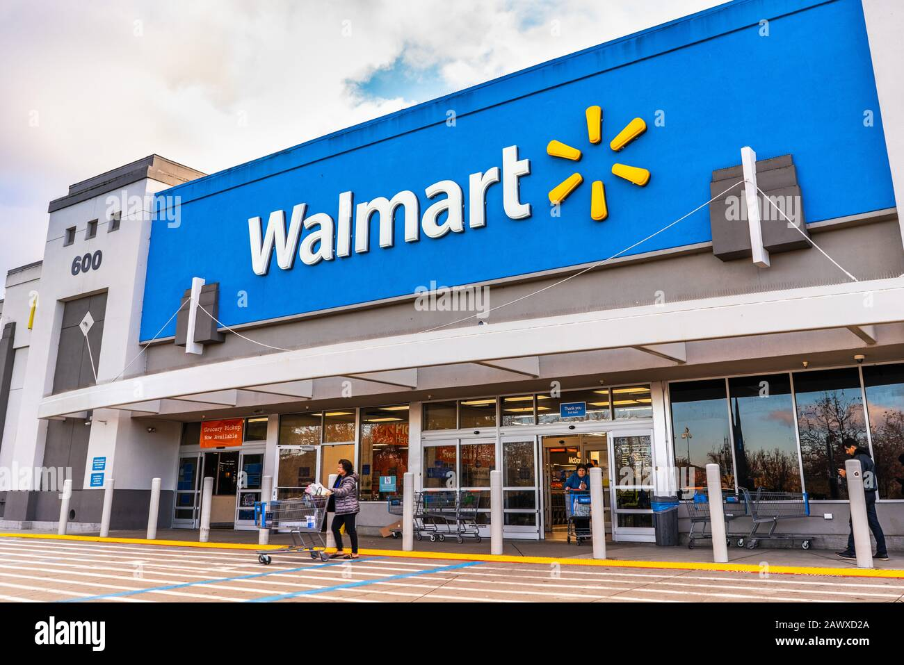 Exterior Entrance To Walmart High Resolution Stock Photography And Images Alamy