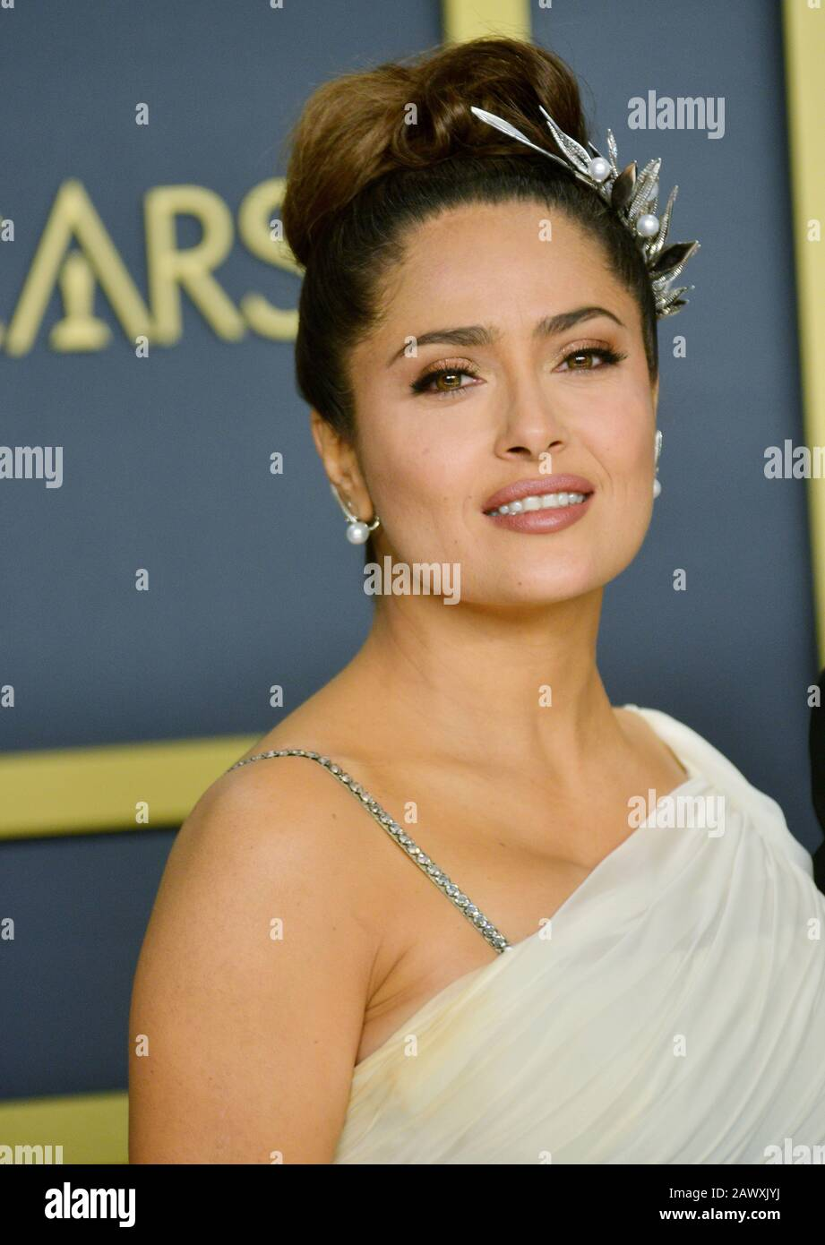 Los Angeles, USA. 9th Feb, 2020. Salma Hayek 139 poses in the press room during the 92nd Annual Academy Awards at Hollywood and Highland on February 09, 2020 in Hollywood, California Credit: Tsuni/USA/Alamy Live News Stock Photo