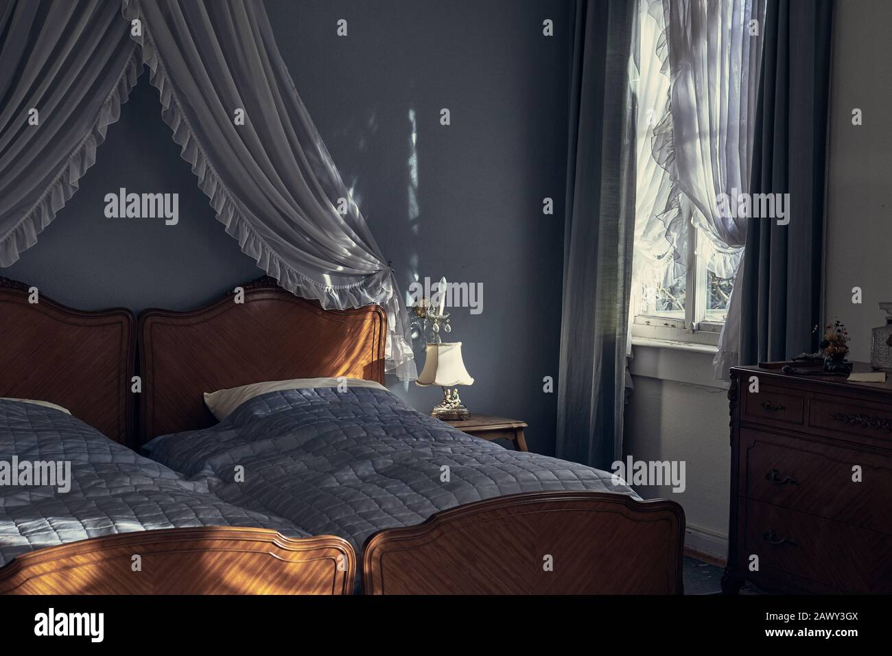 Vintage Bedroom High Resolution Stock Photography And Images Alamy