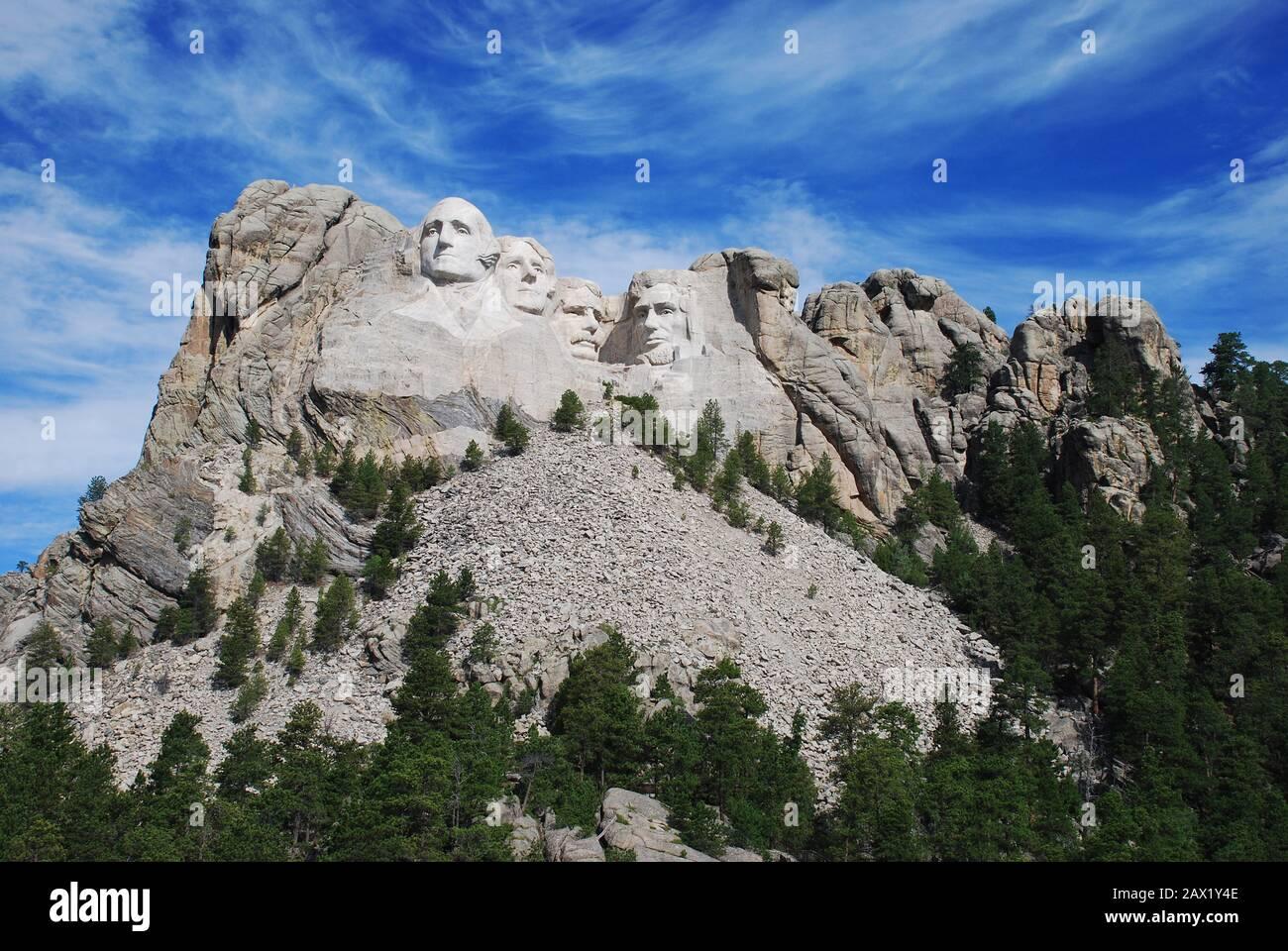 2000 ca ,  Mount Rushmore near Keystone , South Dakota , USA  : Gutzon Borglum 's sculpture of Mount  Rushmore Memorial -- George Washington, Thomas Jefferson, Roosevelt  & Lincoln . The U.S.A. President ABRAHAM LINCOLN (  1809 - 1865 ).  The Mount Rushmore National Memorial is a sculpture carved into the granite face of Mount Rushmore near Keystone, South Dakota, in the United States. Sculpted by Danish-American Gutzon Borglum and his son , Lincoln Borglum , Mount Rushmore features 60-foot ( 18 m ) sculptures of the heads of four United States presidents . Photo by Carol M. Highsmith - Stati Stock Photo