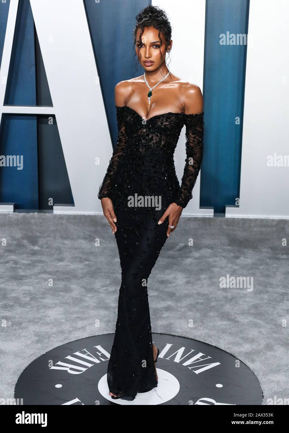 Beverly Hills Los Angeles California Usa February 09 Jasmine Tookes Arrives At The 2020 Vanity Fair Oscar Party Held At The Wallis Annenberg Center For The Performing Arts On February 9